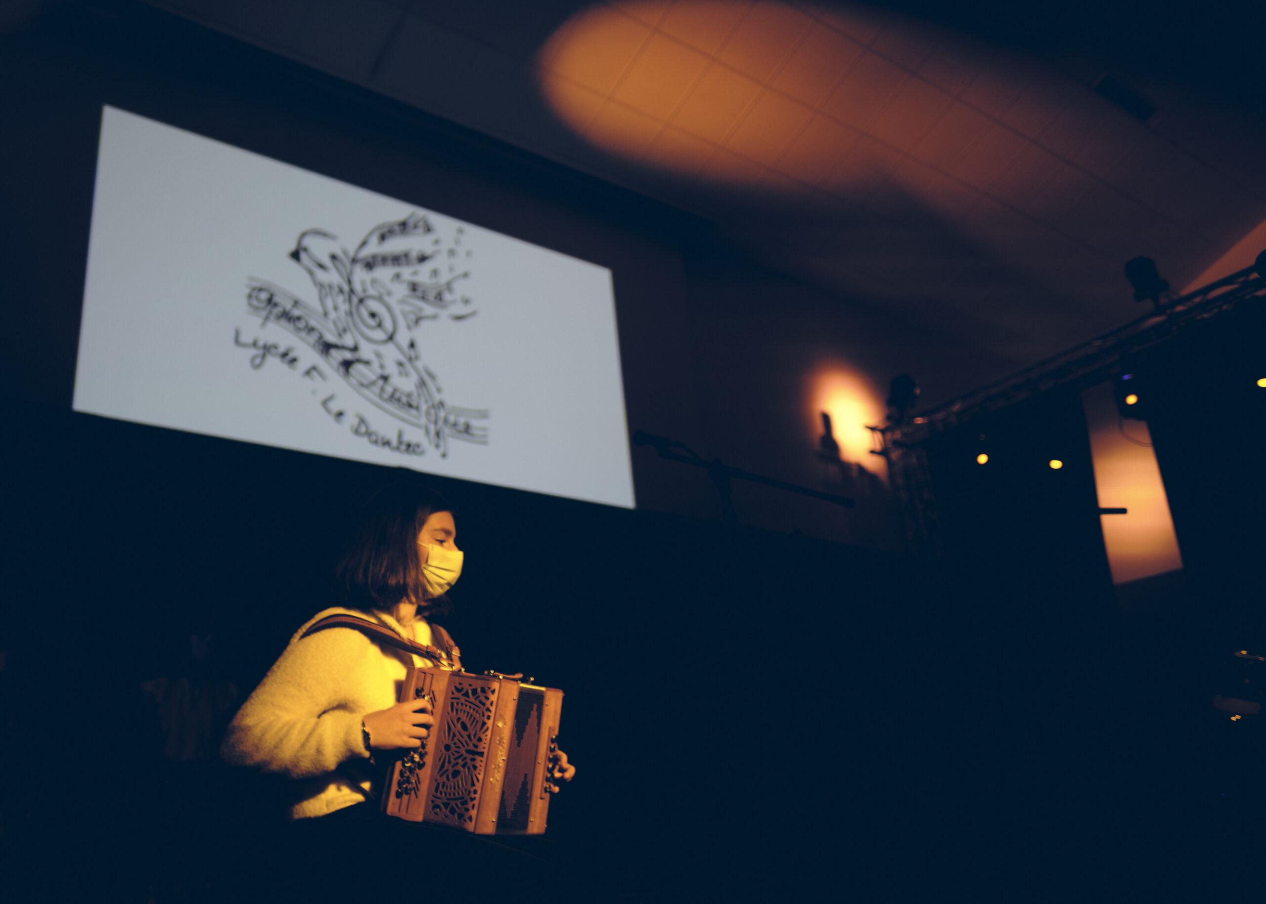 02o Perrine à l'accordéon